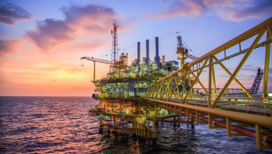 Offshore oil extraction: compact anti-corrosion protection